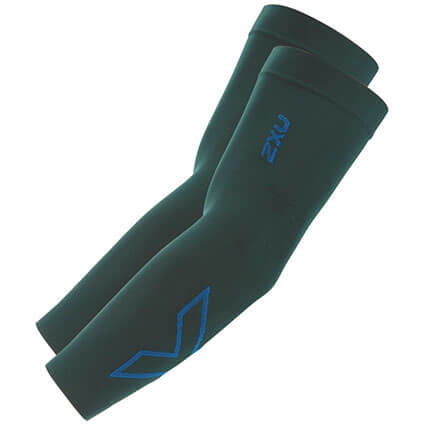 2XU Compression Arm Sleeves(両腕入) ダークシカモール/コバルトブルー